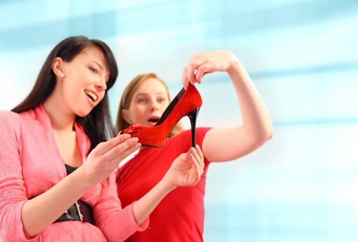 Wygodne i modne obuwie – jak dokonać odpowiedniego zakupu?