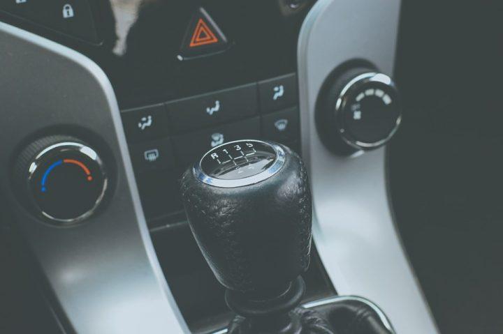 Jak jeździć, by zminimalizować ryzyko awarii manualnej skrzyni biegów?