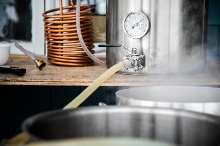 Własna produkcja piwa – czy to się opłaca?