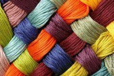 Tkaniny obiciowe – co trzeba wiedzieć o użytkowaniu i pielęgnacji?