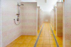 Z jakich rodzajów płyt wykonuje się kabiny sanitarne