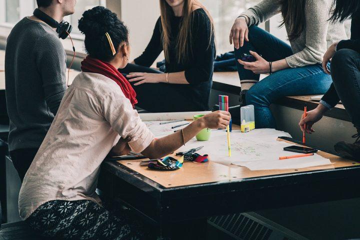 Czy wykończenia wnętrz biurowych wymagają zatrudnienia profesjonalistów?