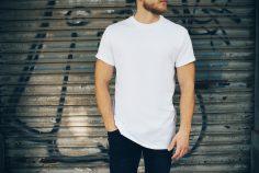 T-shirty męskie pod marynarkę – biznesowy luz czy obciach?