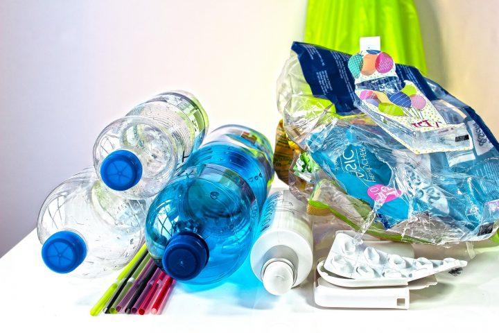 Co zrobić z plastikowymi nakrętkami?